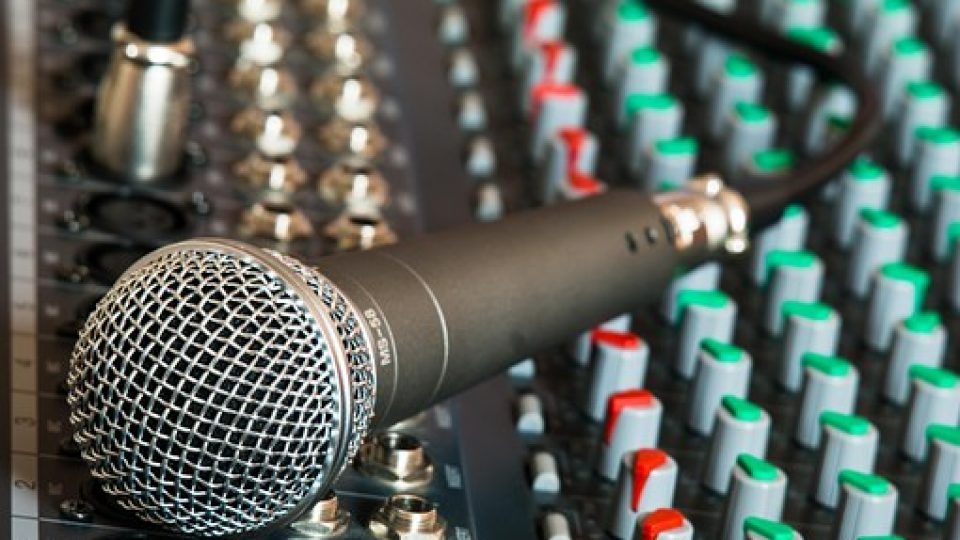microphone-626032__340[1]