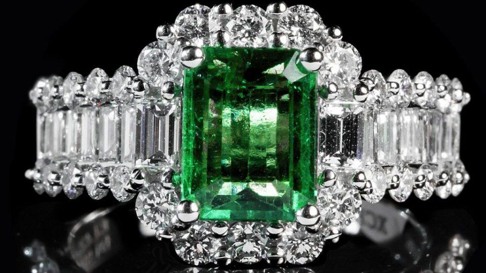 emerald-1137413_1280
