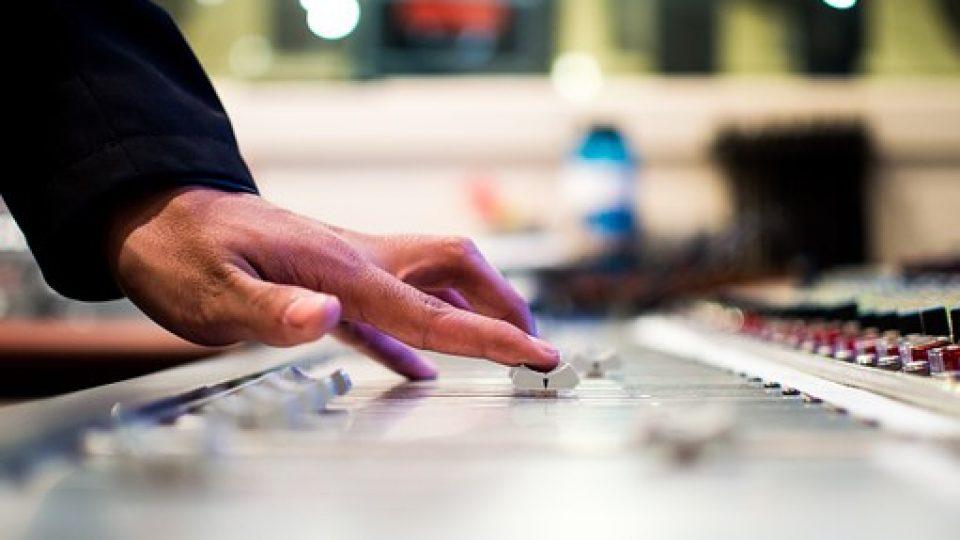 mixing-desk-351478__340[1]